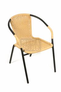 Стол от ПВЦ ратан DeHome с метална конструкция